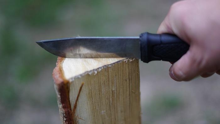バトニングナイフ