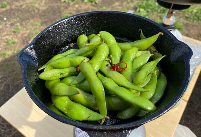 スキレット料理 ガーリック枝豆